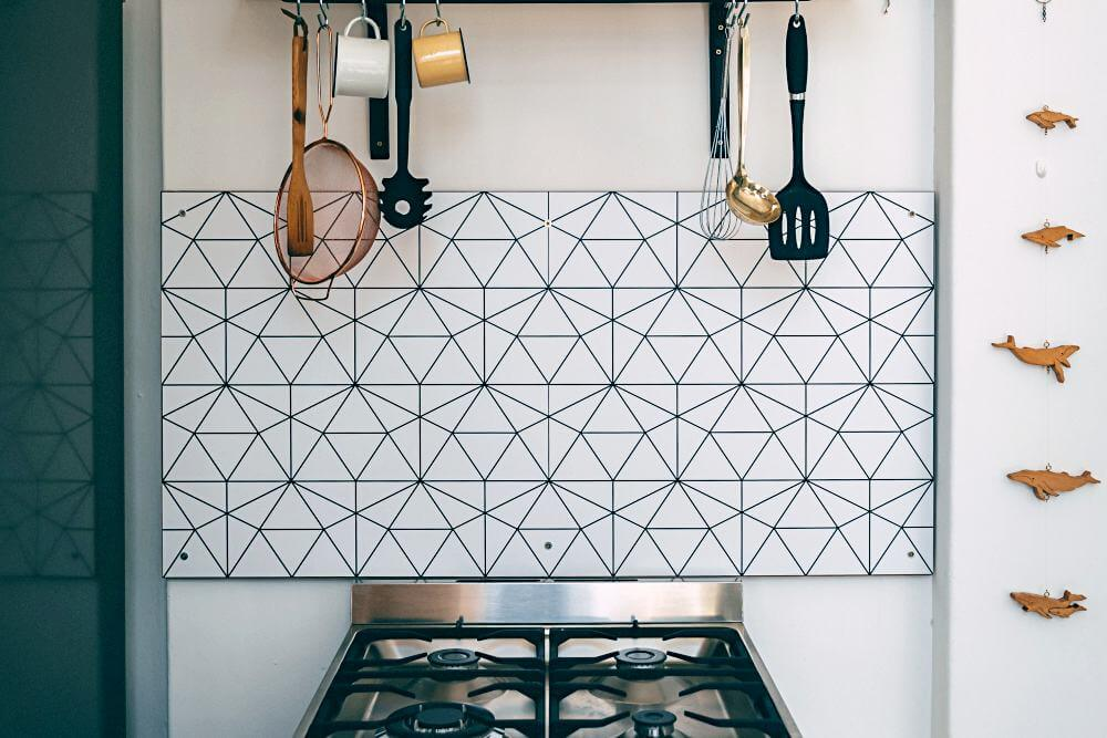 Geometric patterned glass splashback