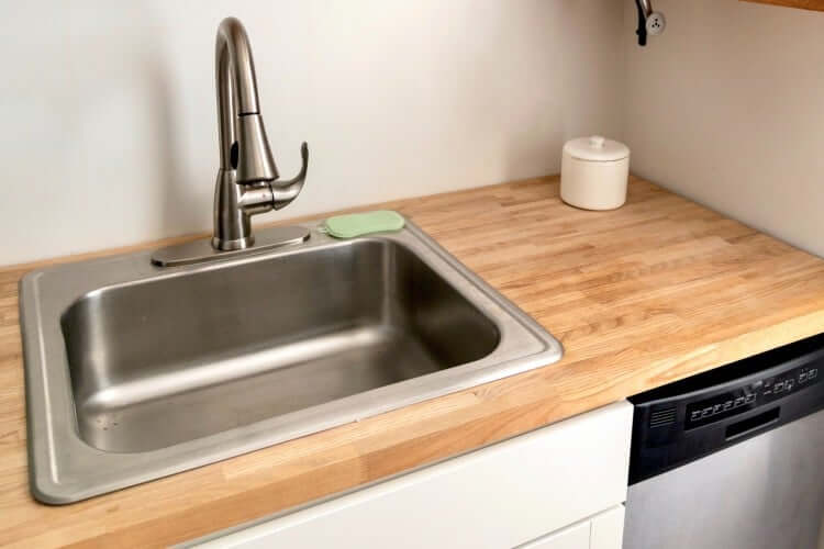 Kitchen sink with wood-style benchtop